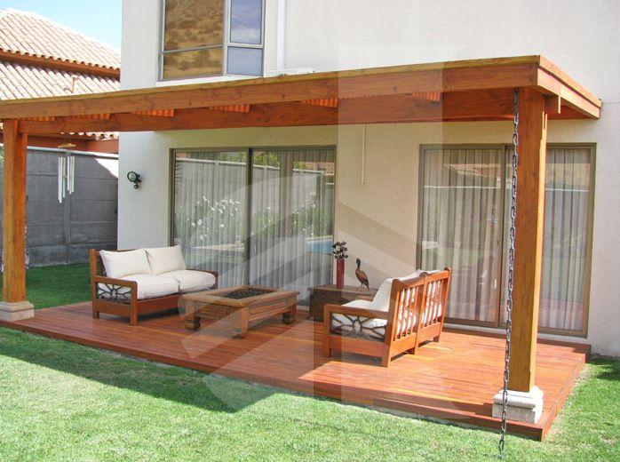 Deck de madera en terraza ideas para el hogar techos for Choza de jardin de madera techo plano