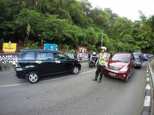 Reaksi Cepat Penanggulangan Kemacetan Oleh Polisi Lalu Lintas Polda Papua Kemacetan Polisi