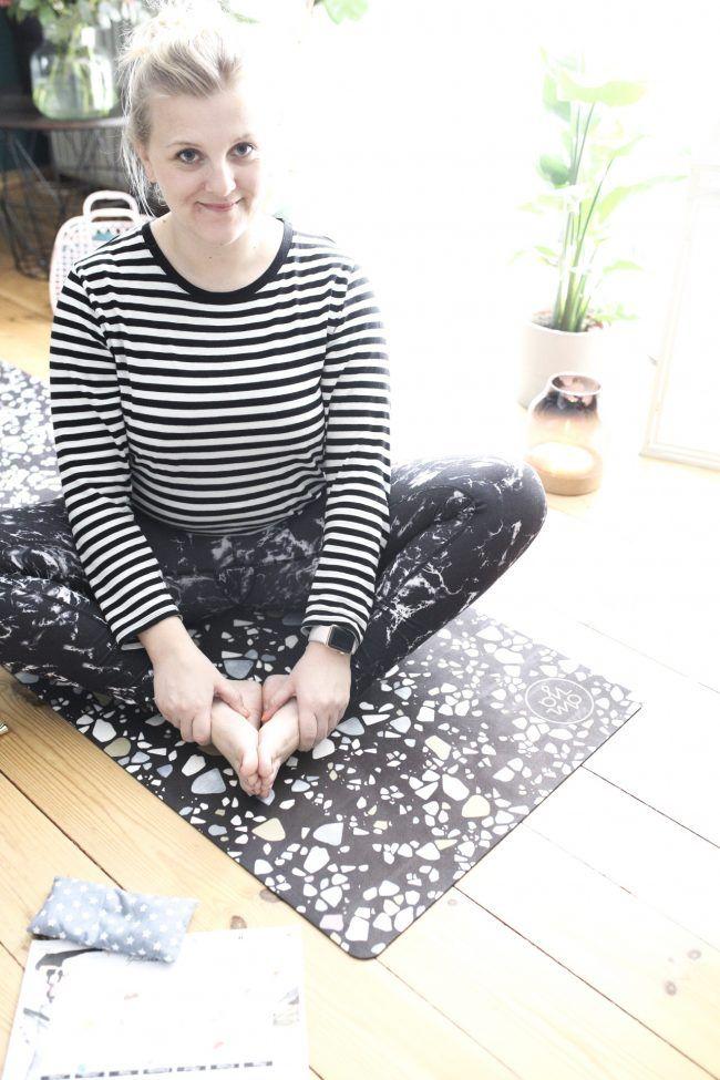 YOGA für Anfänger. Hast du schonmal Yoga ausprobiert? Ich habe mehrere Anläufe gebraucht, aber hab es nun für mich entdeckt. Yoga für ein gutes Körpergefühl