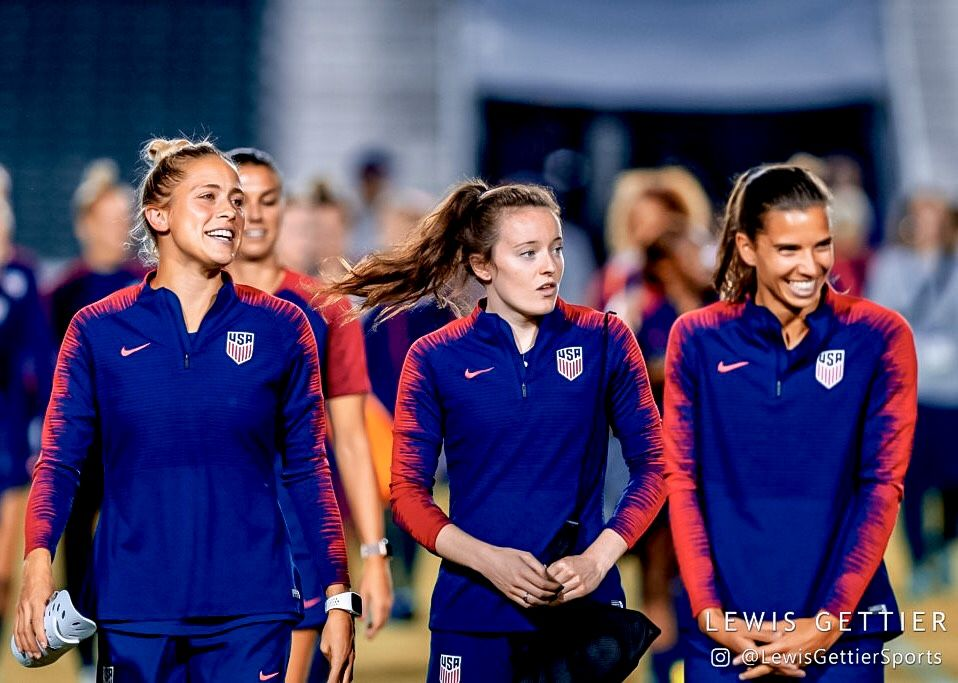 Abby Dahlkemper 7 Rose Lavelle 16 And Tobin Heath 17 Uswnt 2018 Photo By Lewis Gettier Men S Soccer Teams Girls Soccer Team Uswnt Soccer