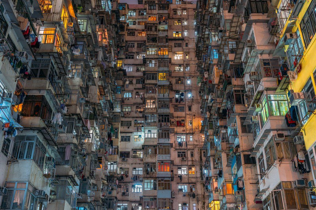 '레고 시티'로 불리는 홍콩 특유의 아파트 구조(홍콩 몽콕엔 실제로 아시아에서 가장 큰 레고매장이 있다고 한다). 구룡성채라는 신화를 지속시키는 풍경에 매료된 여행사진가 피터 스튜어트 (c)Peter Stewart