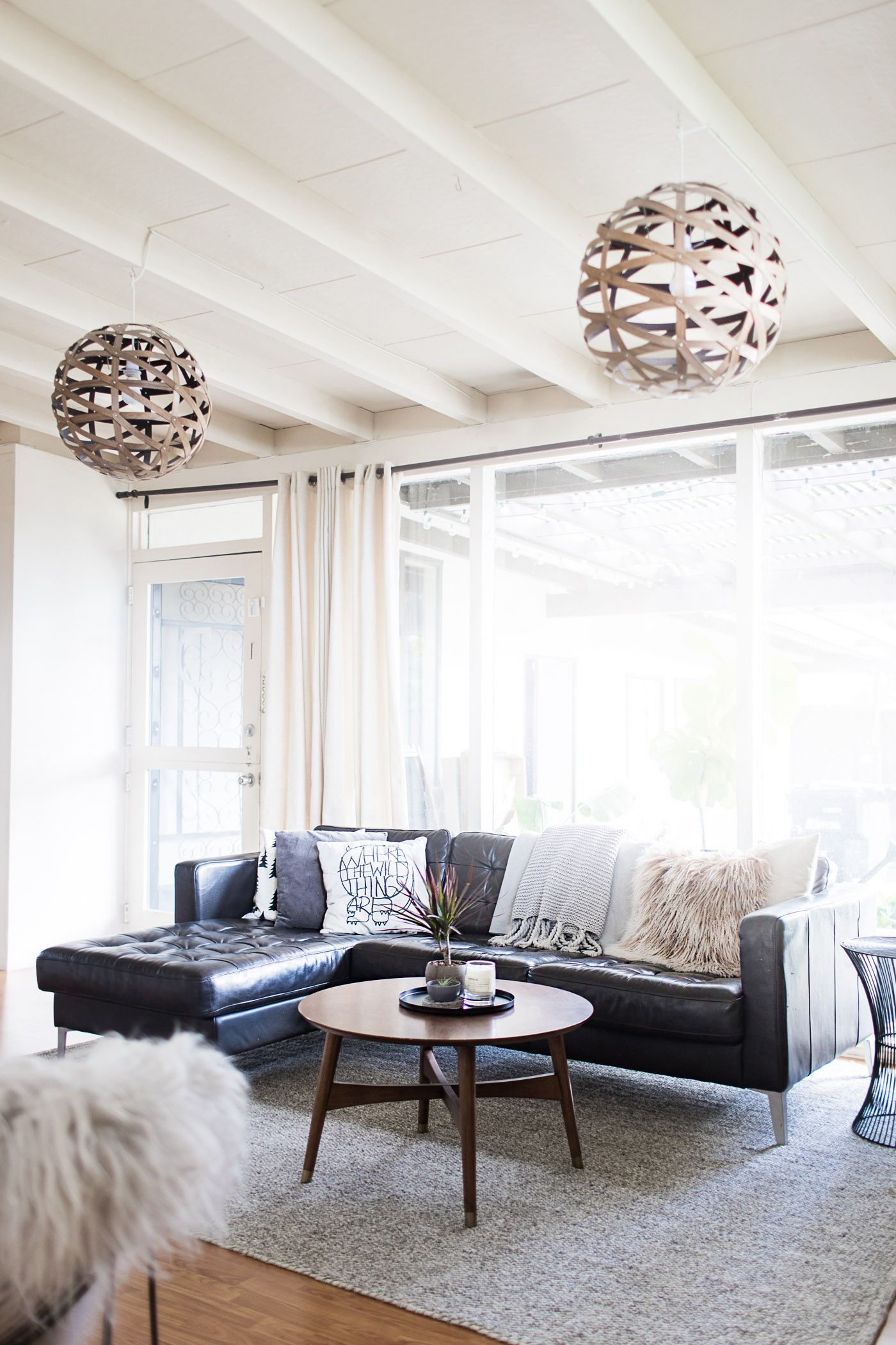 Spring decorating, light, bright, and airy living room.   Minimalist ...