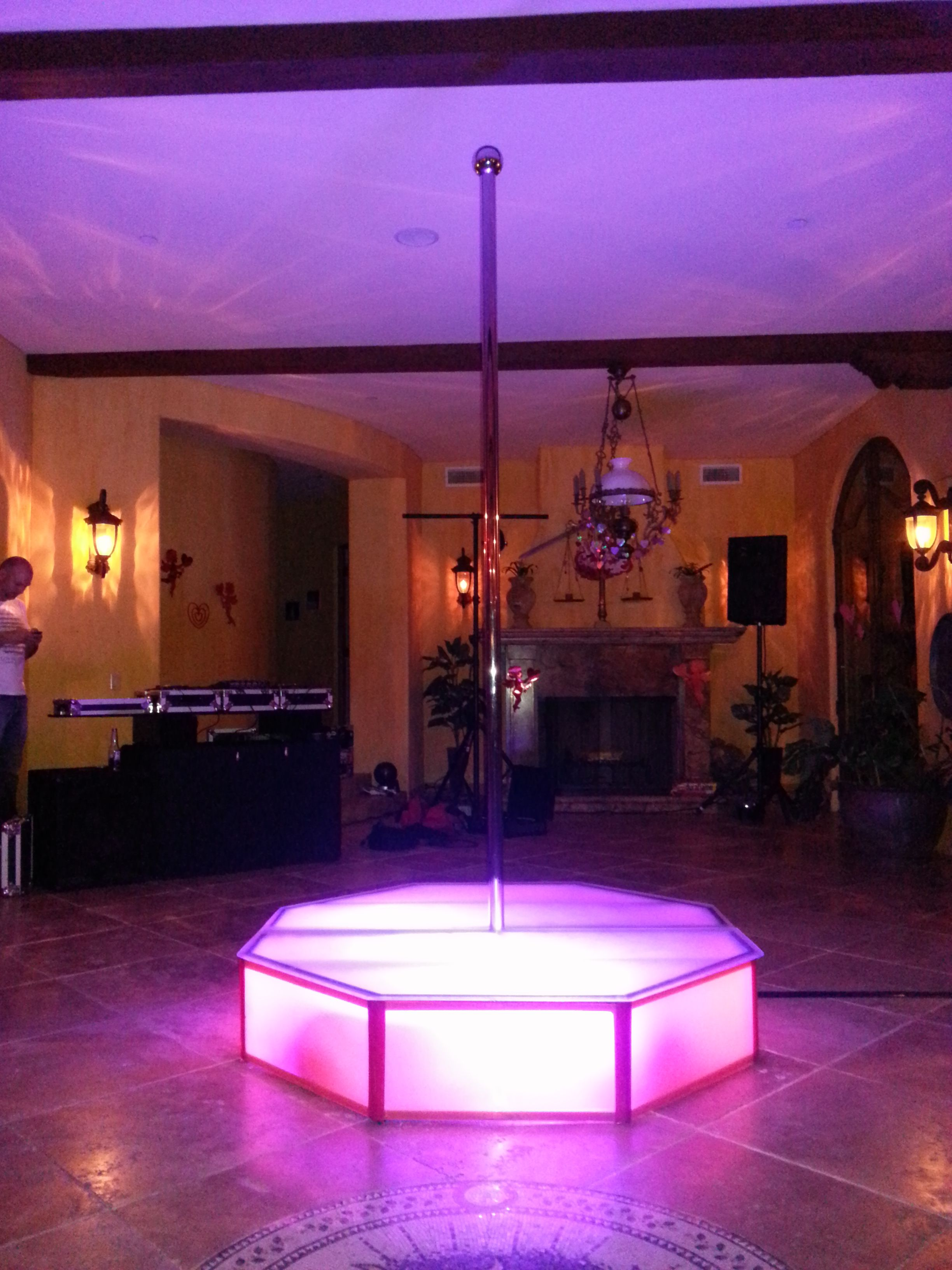 Stripper pole  for go go dancers. Stripper pole  for go go dancers   Banquet Room Decor TCA379