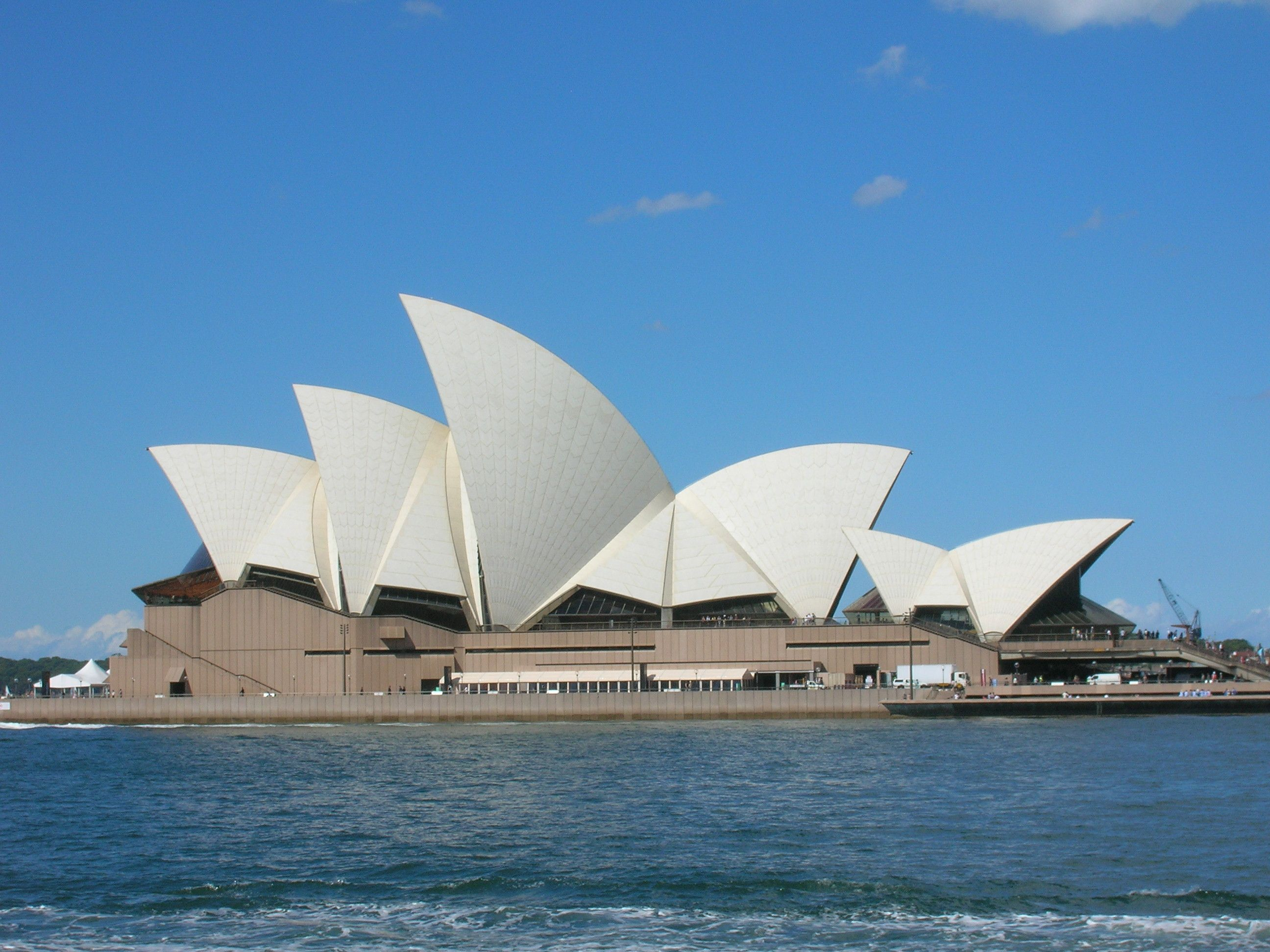 I could never get enough of the Sydney Opera House :)