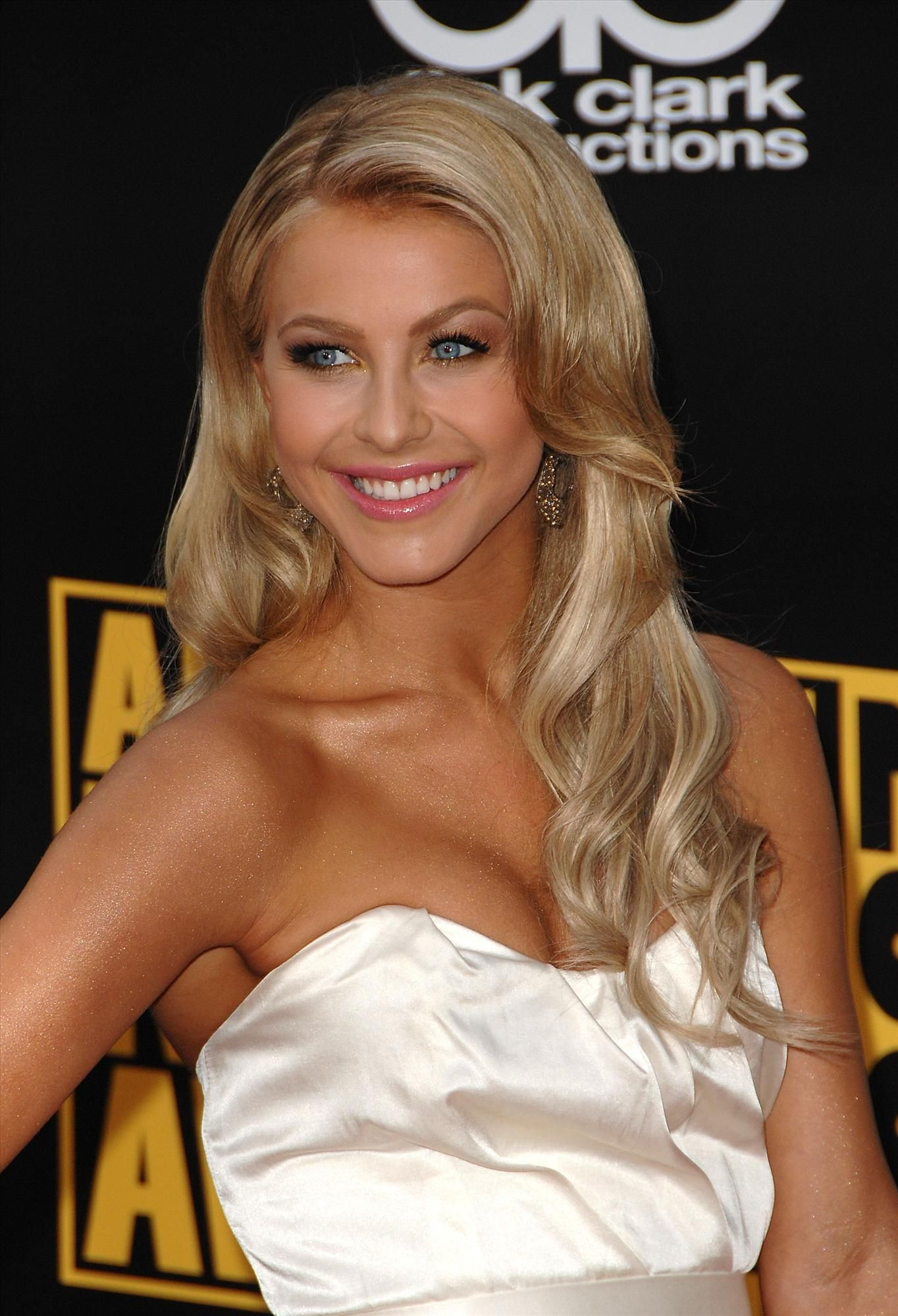 Julianne Hough s time for me to go back to blonde