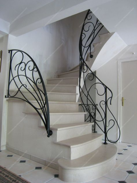 Rampes d 39 escalier en fer forg style art nouveau mod le liane plus rampe d 39 escalier en fer for Portail fer forge art deco