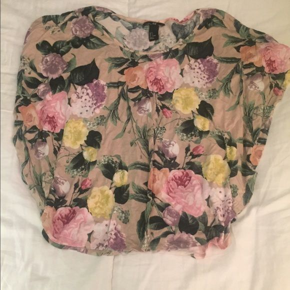 Cute floral shirt Love this shirt! Doesn't fit anymore unfortunately. Great condition! H&M Tops Blouses
