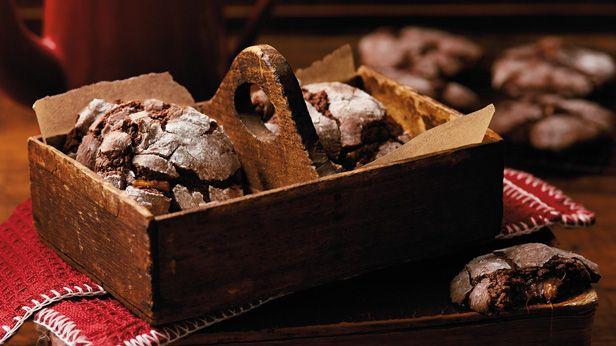 Valentine's Day Desserts: Chocolate Crinkle Cookies Recipe #Hallmark #HallmarkIdeas