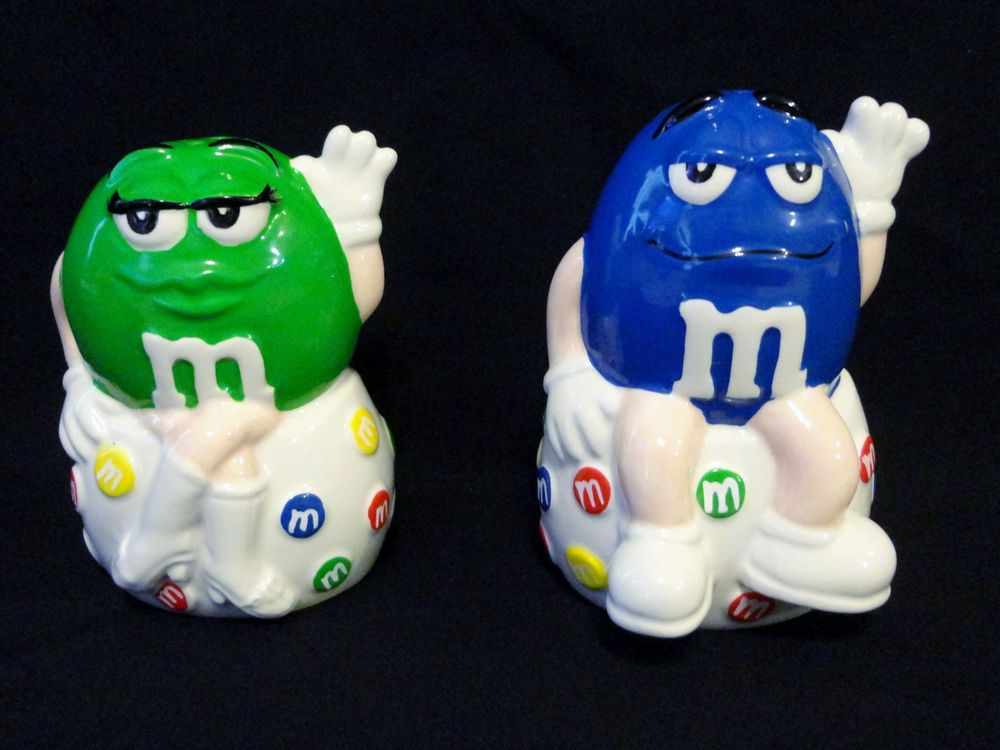 M&M Mars Salt Pepper Shaker Seated Waving Blue Man Green Lady Shakers 2001