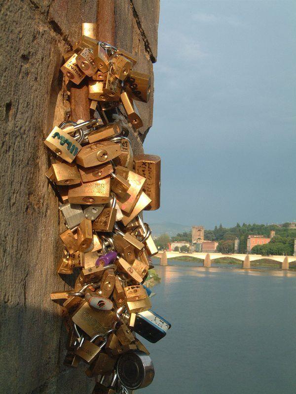 "Ponte Vecchio ""keys of love"""