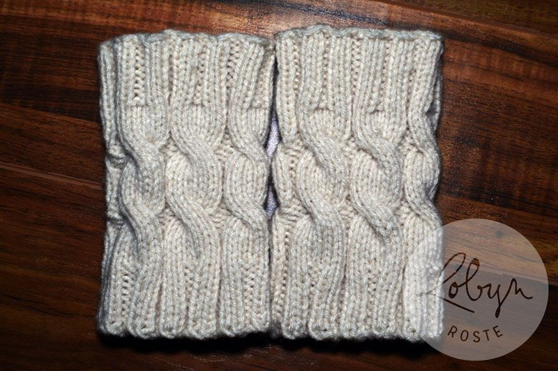 Cabled Boot Cuffs [Free Pattern | Mitones, Escarpines y Azul marino