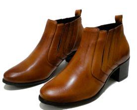 2324a61c1 Compre Bota Comitiva Boots Cano Baixo Caramelo na Dafiti Brasil. ✓ Frete  grátis para todo