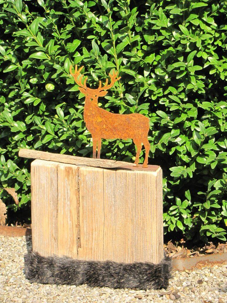 Edelrost Hirsch auf Holz mit Fellstreifen Das rechteckige