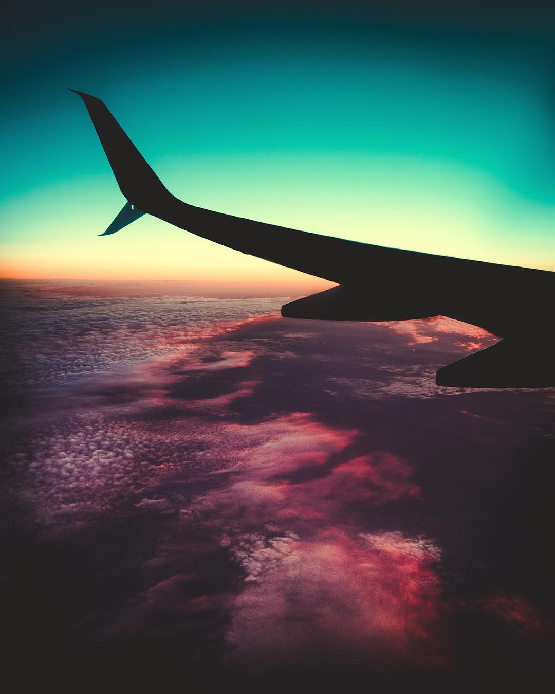 Here S One From A Trip Earlier This Year My First Time Seeing A Sunset Burn From An Airplane Airplane Wallpaper Iphone Wallpaper Airplane Travel Wallpaper