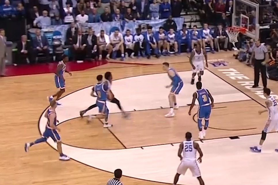 Kentucky S De Aaron Fox Goes Off For 39 Points In Sweet 16 Win Against Ucla Bleacher Report Basketball Workouts Basketball Players Go Big Blue