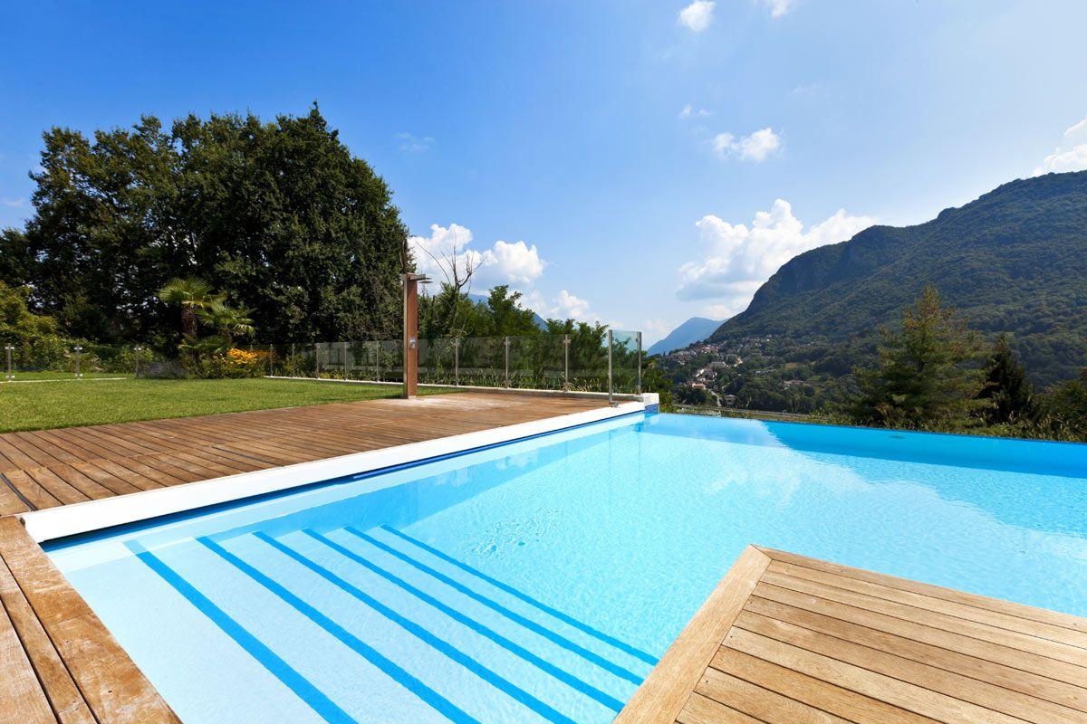 Piscina modelo moderna construccion de piscinas peru for Piscinas y terrazas ideales