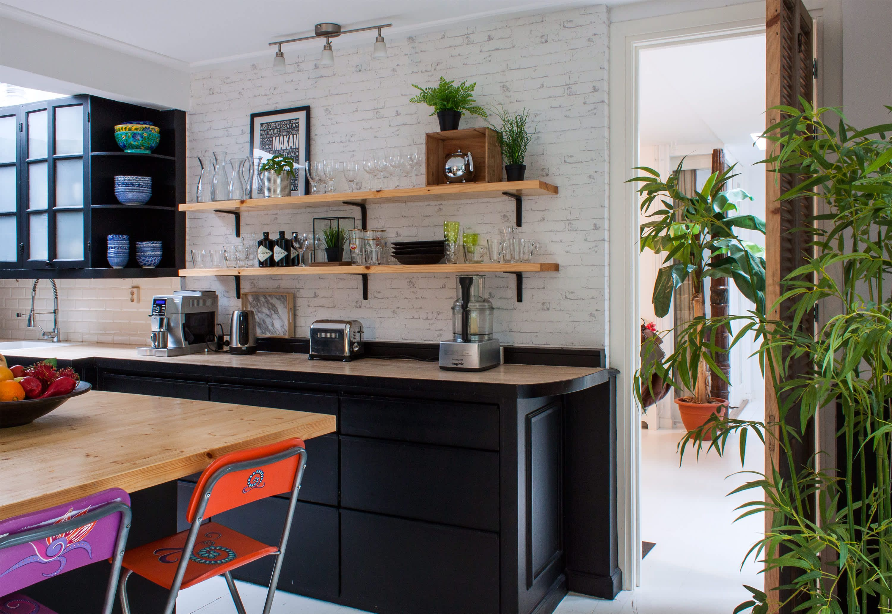 A World Traveling Family S Tropical Oasis In The Hague Tropical Kitchen Easy Kitchen Updates Kitchen Canister Sets