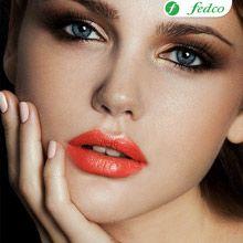 Un tono rojizo con destellos naranjas combinado con un maquillaje suave en los ojos lograrán el efecto perfecto.
