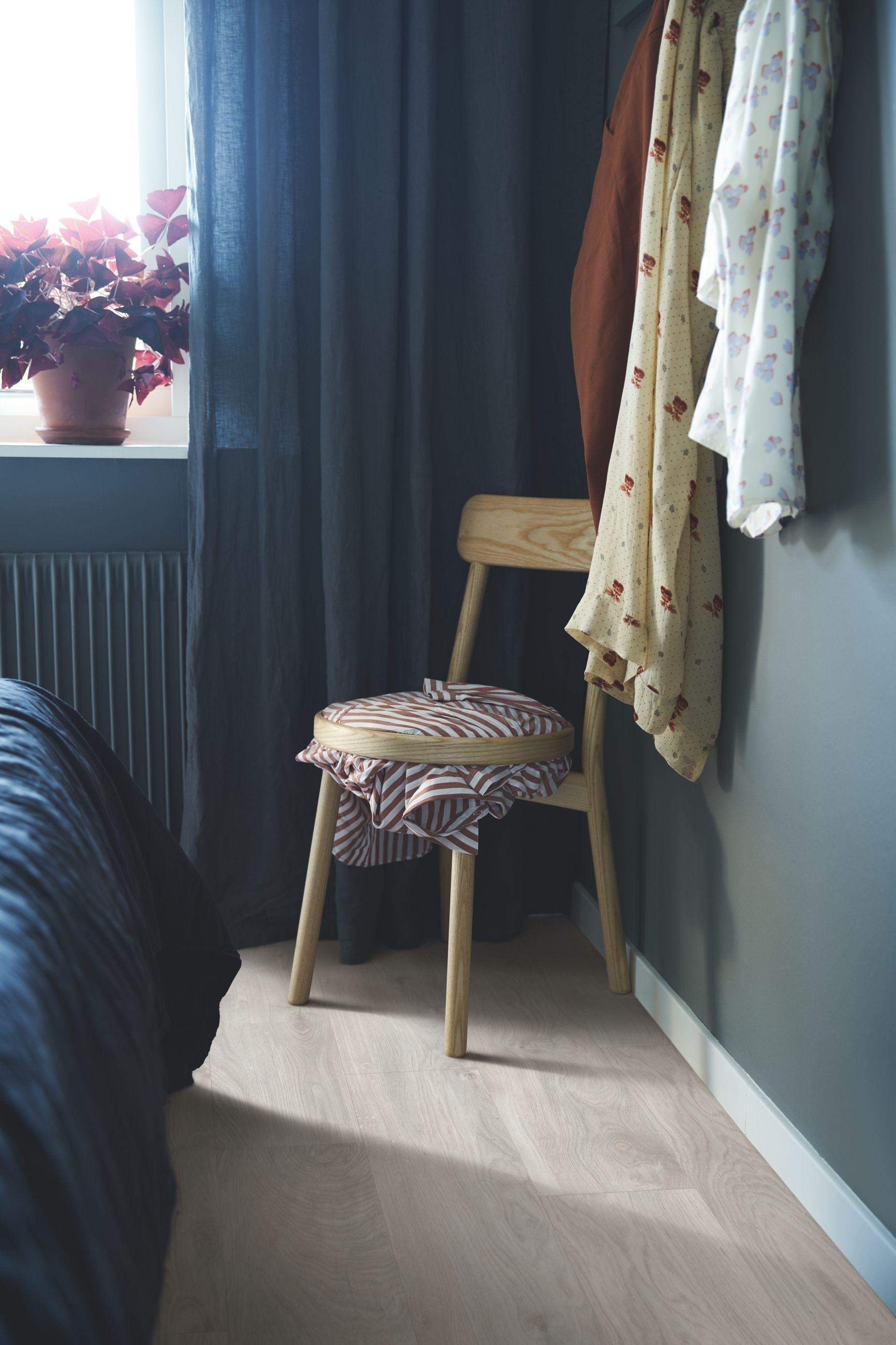 Photo of Pergo Vinylgulv – Classic Plank Premium Click 'Soft Grey Oak' (V2107-40036). I e…