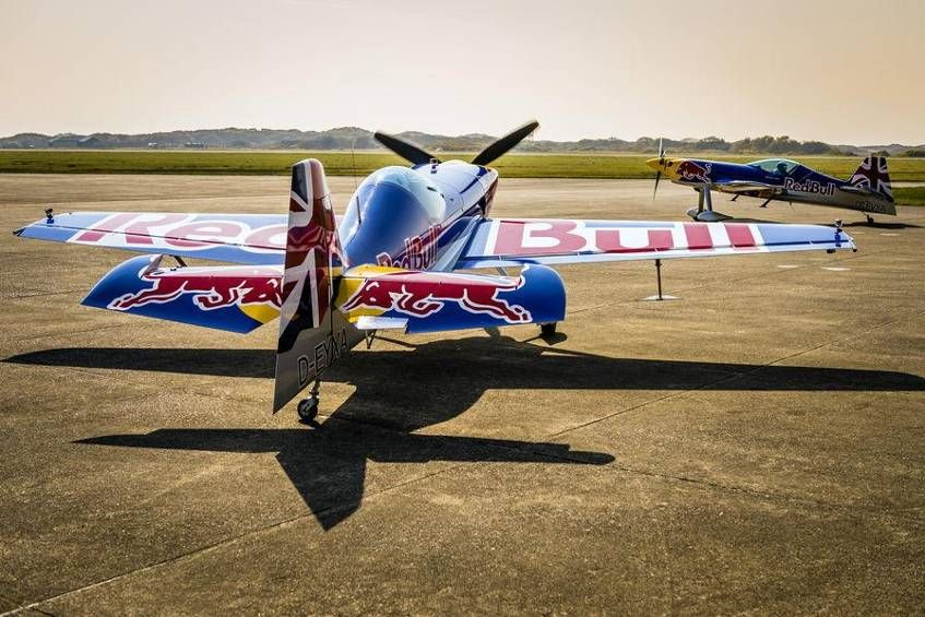 Red Bull Luftflotte - Flugzeuge & Helikopter Bild 59 - Motorsport