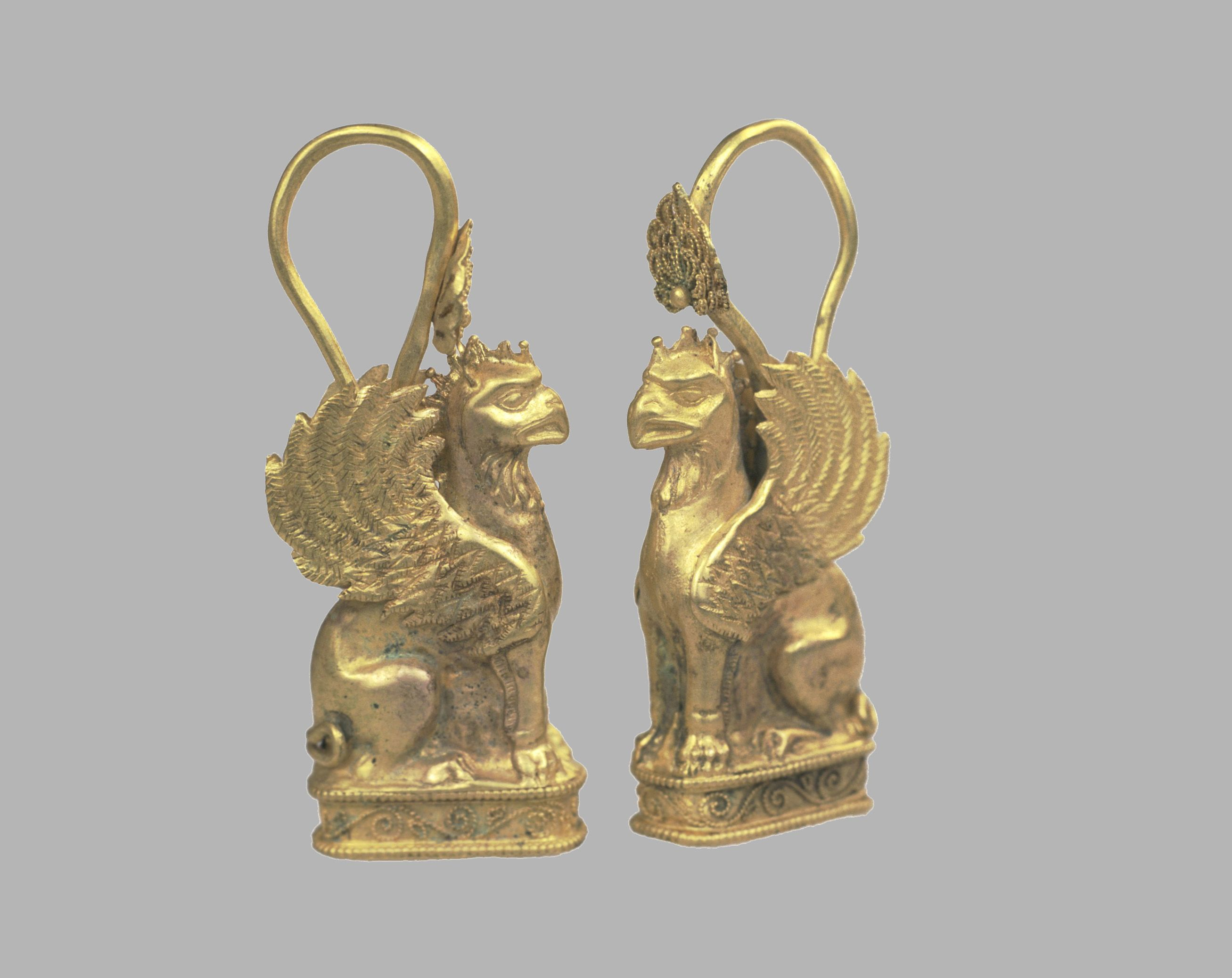 Etruscan gold earrings in the form of griffins | Hammering, soldering, filigree, granulation C.500BC