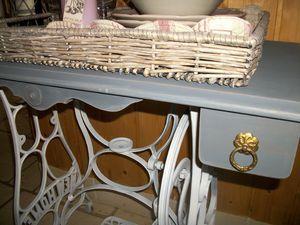 relooker une vieille machine coudre pour en faire une. Black Bedroom Furniture Sets. Home Design Ideas