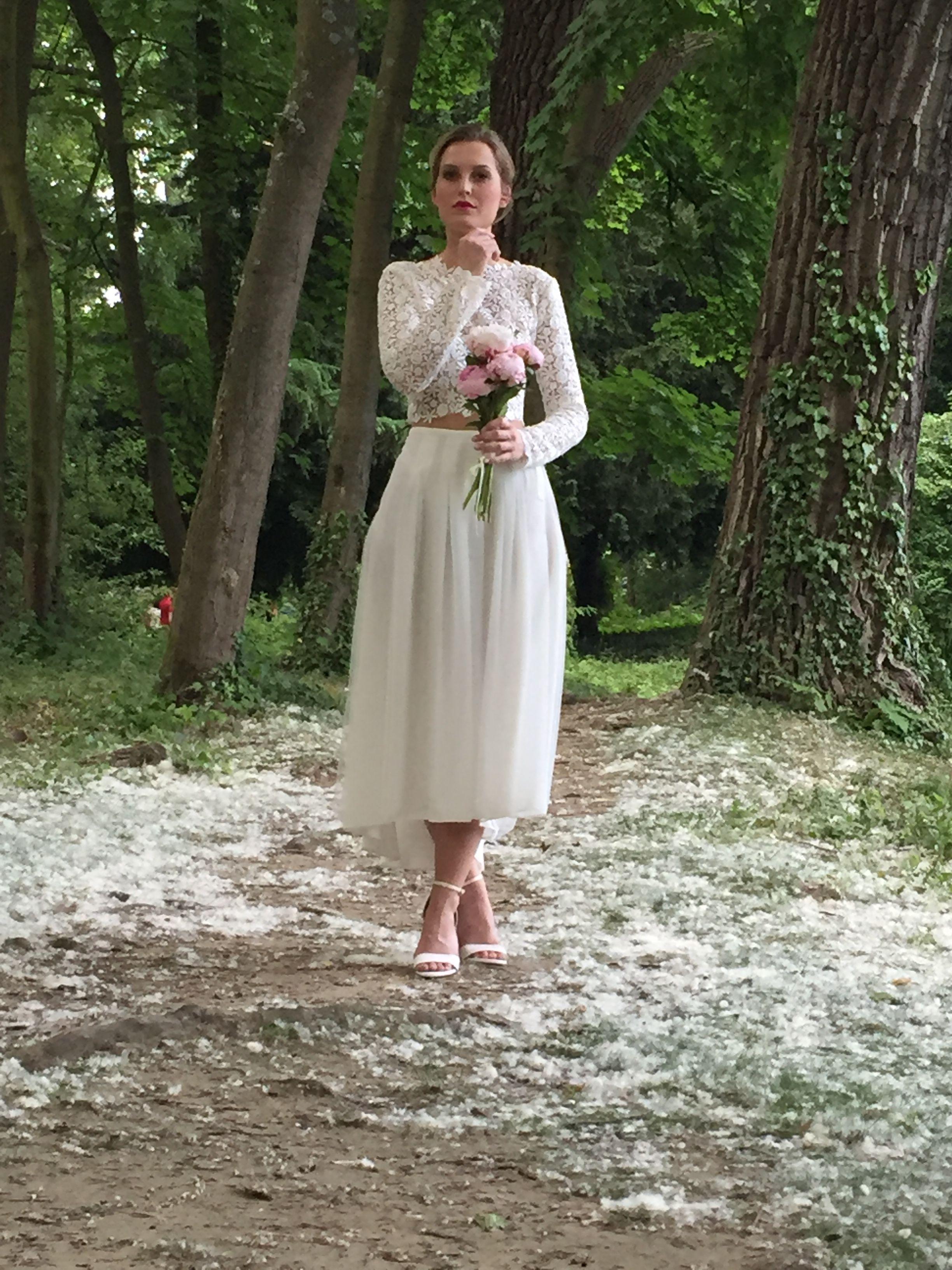 Hochzeitslook: Braut im 2-Teiler Häkelspitzen Crop Top mit Langarm ...