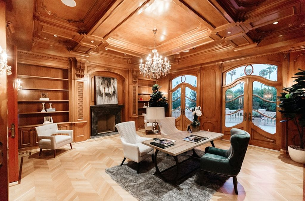 View 33 photos of this $80,000,000, 11 bed, 18.0 bath, 28000 sqft single family home located at 901 N Alpine Dr, Beverly Hills, CA 90210 built in 2011.