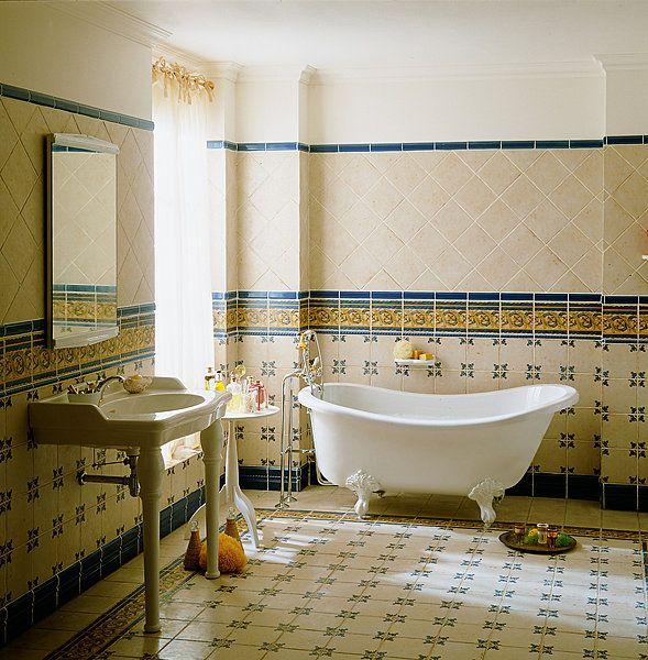 Une baignoire lot exige une robinetterie sur colonne Baignoire