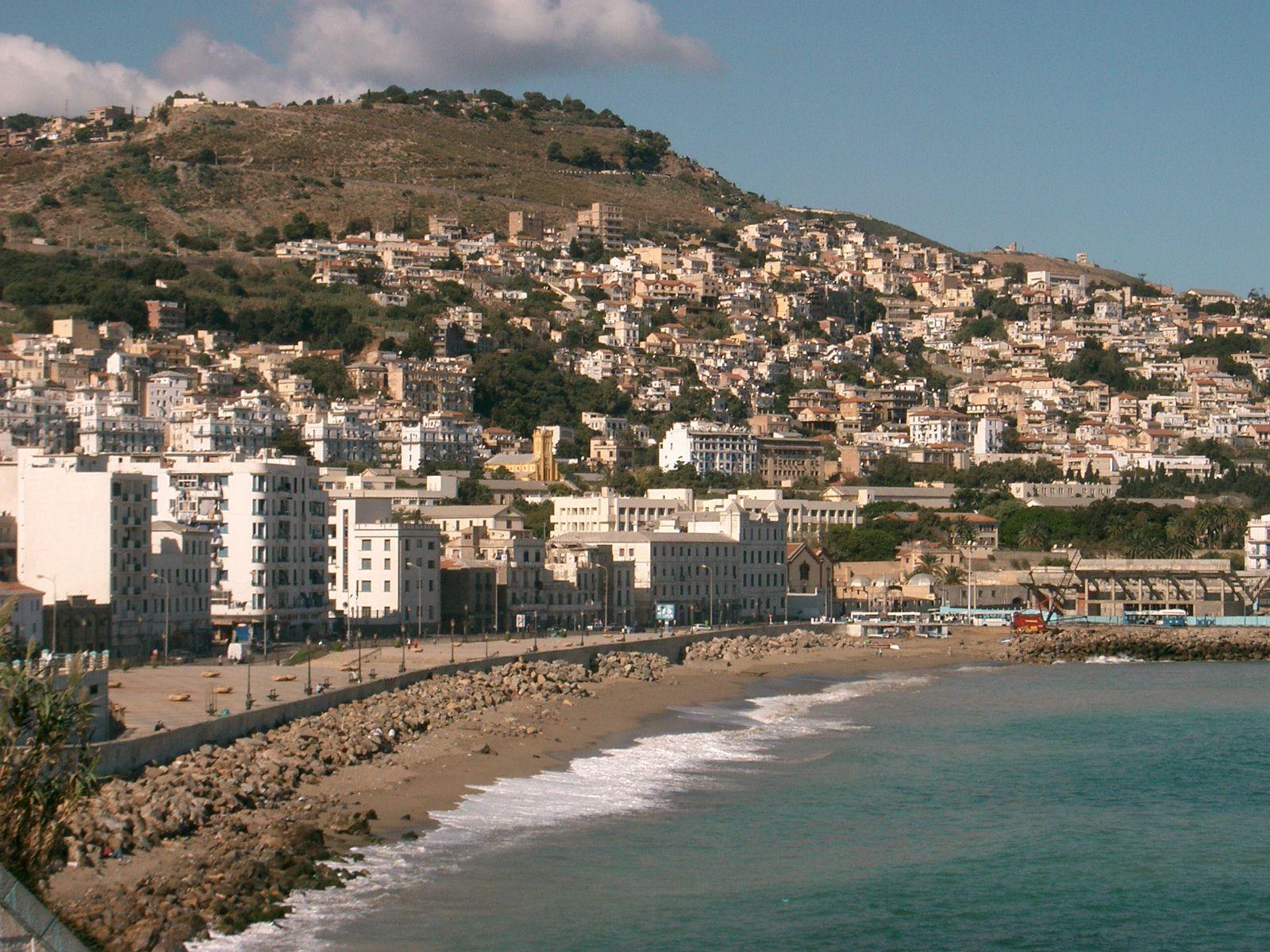 les plages du quartier Bab El-Oued au coeur d'Alger