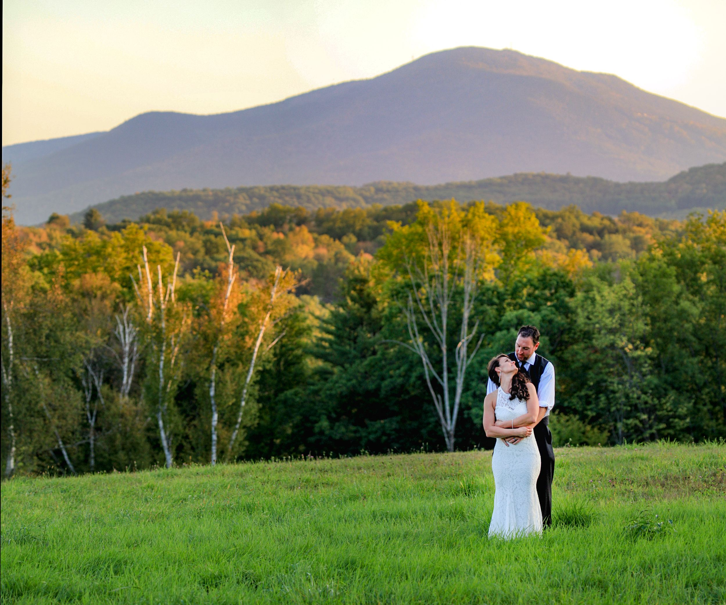 Find The Affordable And Beautiful Vermont Wedding Venues Within Your Budget At Tinkham Hill Pleasure Your Guests By A Barn Wedding Venue Cheap Wedding Venues Wedding Venues