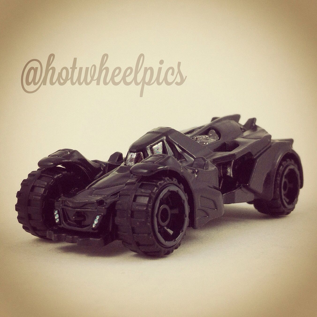 Batman Arkham Knight Batcave: Batman Arkham Knight Batmobile