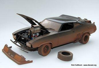 Autoart 1/18 Mad Max Interceptor original vs upgraded clean ...
