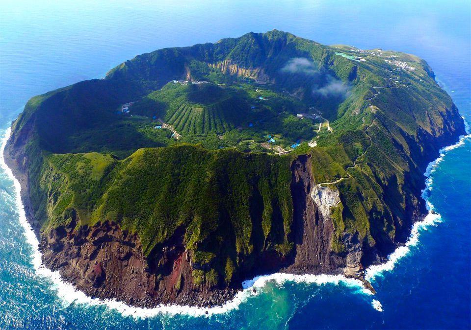 これが東京!?雄大な自然に囲まれた秘境島『青ヶ島』 | wondertrip 旅行・観光マガジン