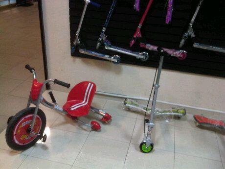 Scooters Razor para chic@s y grandes a tu alcance. Visita nuestro showroom 3006 en Compupalace.