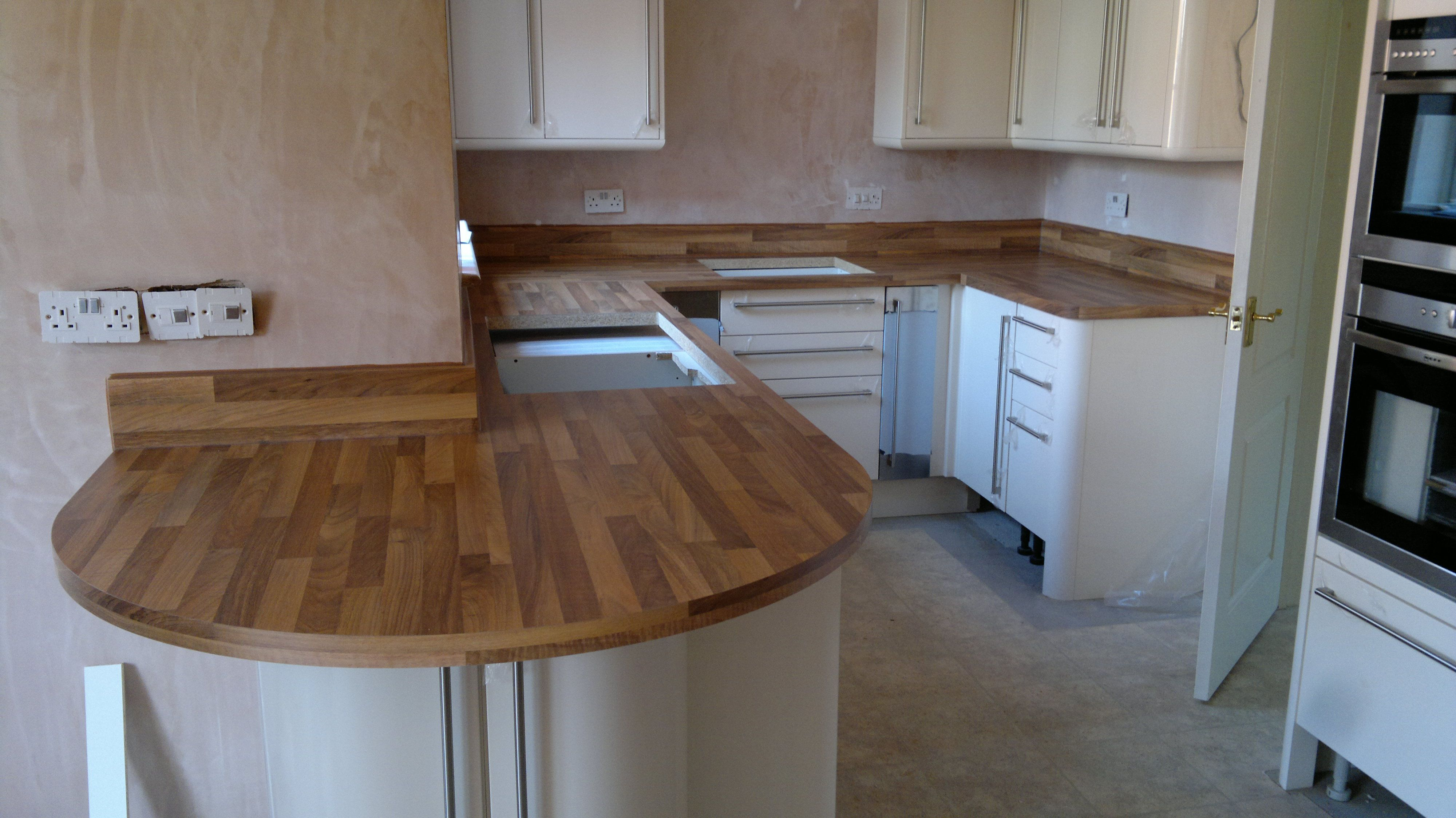 Wood effect laminate worktops fitted with for Wood effect kitchen units