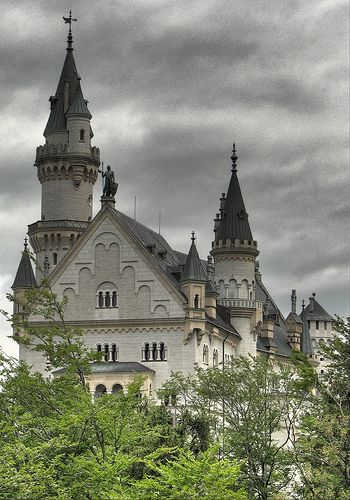 Schloss Neuschwanstein*-*. #bestofgermany #bestofswitzerland #switzerland #schweiz #germany #deutschland #bavaria #bayern