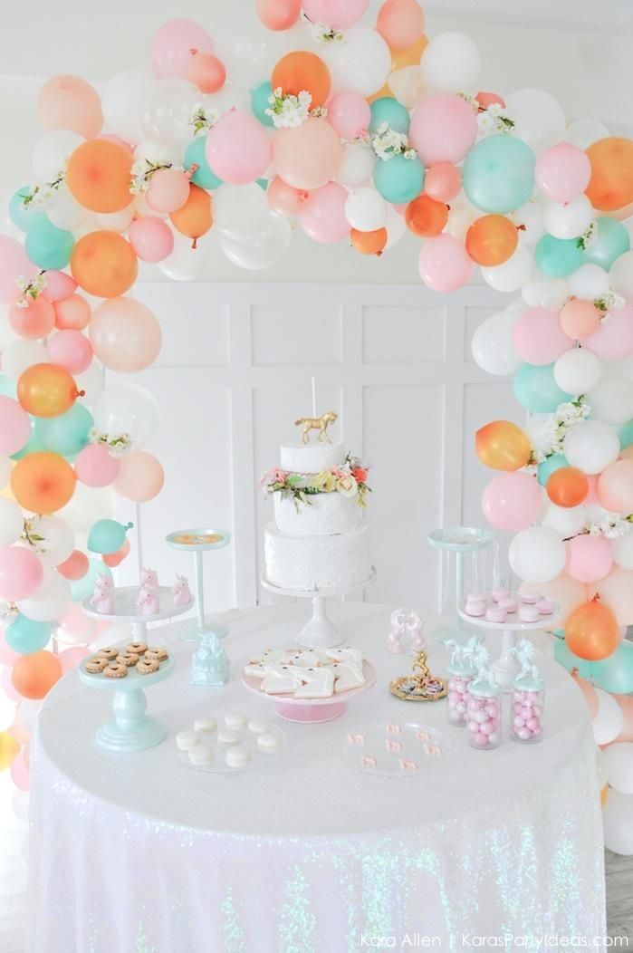 Balloon garlands party trend unicorn themed birthday for Baby birthday decoration photos