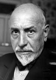 Luigi Pirandello (Italia). Así es si así os parece: https://www.youtube.com/watch?v=O7Z2R3yzVTo (audio): http://www.youtube.com/watch?  v=AwjJ6dX9FHE   La patente: https://www.youtube.com/watch?v=_KpZa0nyW-w