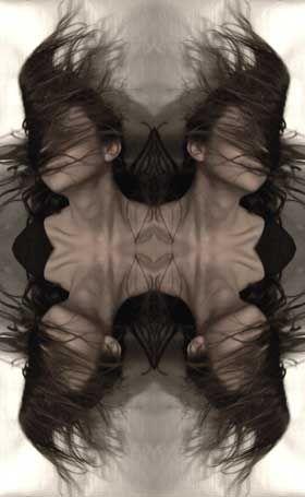 Marie-Sarah Adenis, photographe autodidacte née en 1986, actuellement en Master 2 de Recherche en Sciences Cognitives à l'ENS à Paris. Fascinée par le monde micro et macro, pratique la photographie comme une nécessité : chantiers, architecture, reflets, métropolitain, passants. Images naturelles ou montages et démontages de la réalité à travers des surfaces réfléchissantes, parfois à l'aide de logiciels informatiques.