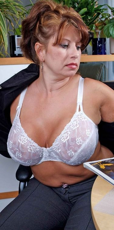 Mature lady nice boobs