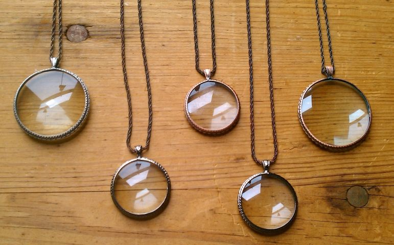 Magnifying pendants