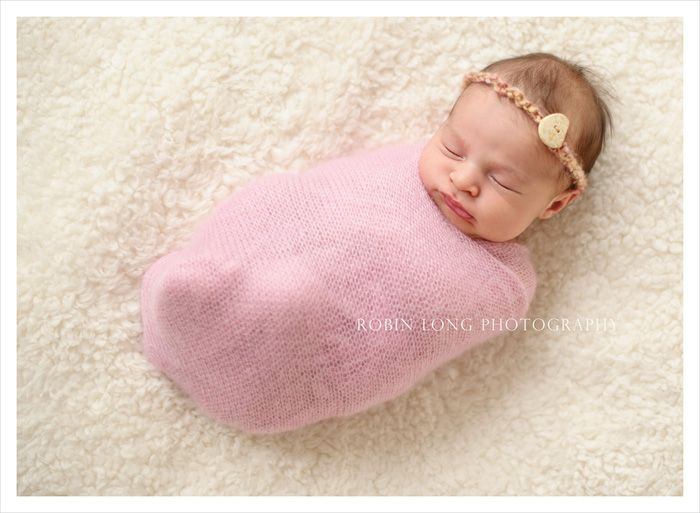 How to wrap a newborn for a photo shoot