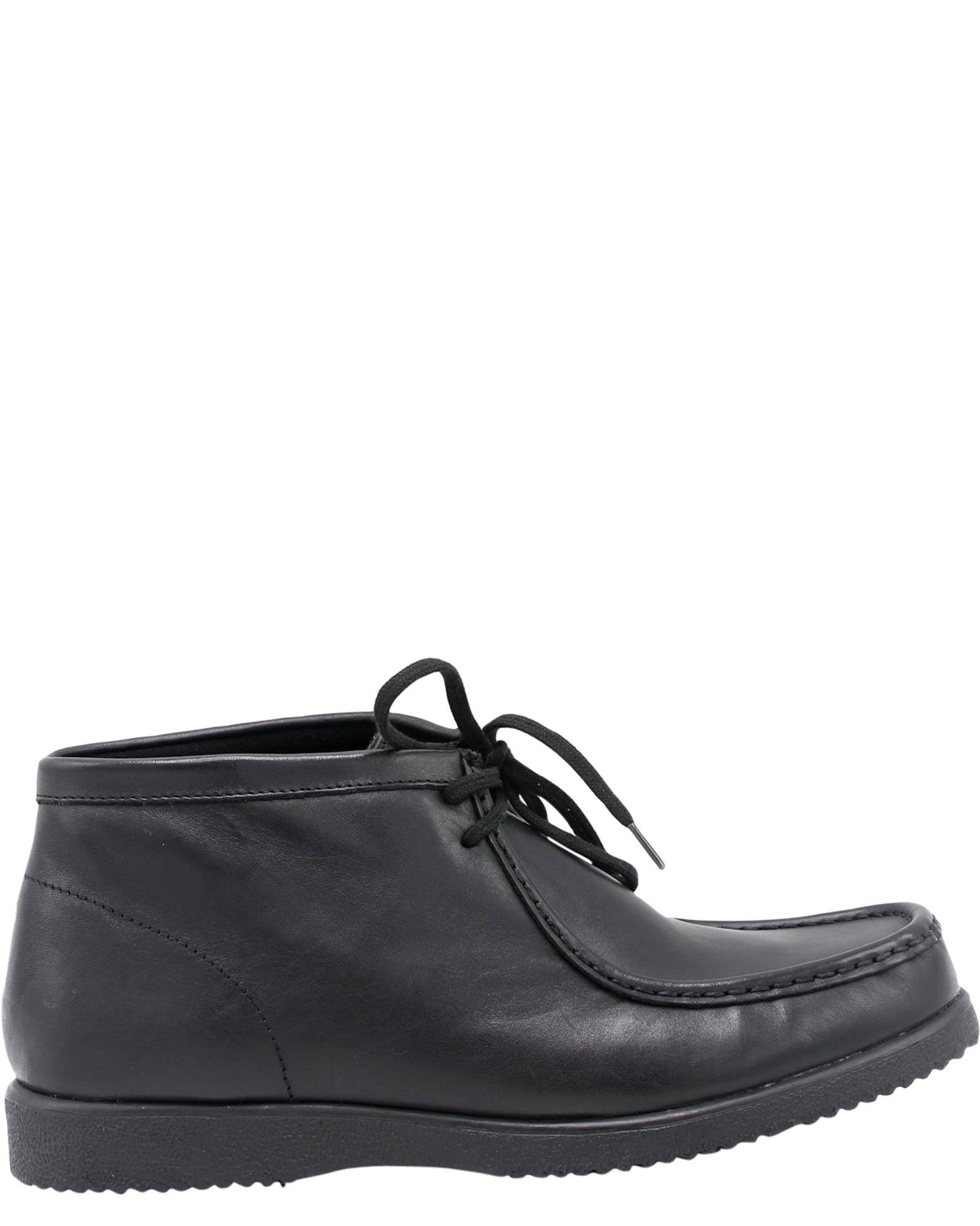 46c64b7fa9 Smooth leather upper in black. - Ankle-high boot design with padded collar