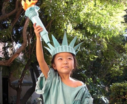 How To Make A Diy Statue Of Liberty Costume For Halloween Diy Statue Of Liberty Costume Lady Liberty Costume Diy Costumes