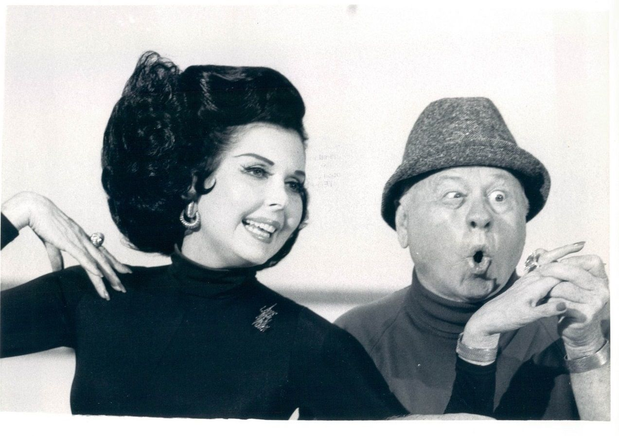 Who is dating mickey rooney