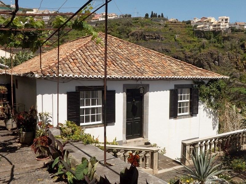 Affordable vila for rent, 210 Euros per week for 2 guests, apply to pfreitasfunchal@hotmail.com