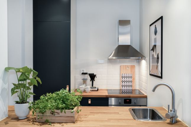 Une adorable mini cuisine avec ses 5 m cette toute for Mini cuisine ouverte
