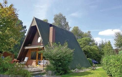 Haus Meisenweg O Wingst Featuring a terrace, Haus Meisenweg O is a holiday home, situated in Wingst. The property is 27 km from Cuxhaven and free private parking is offered.  The unit fitted with a kitchen with a fridge and stovetop. A TV with satellite channels is...