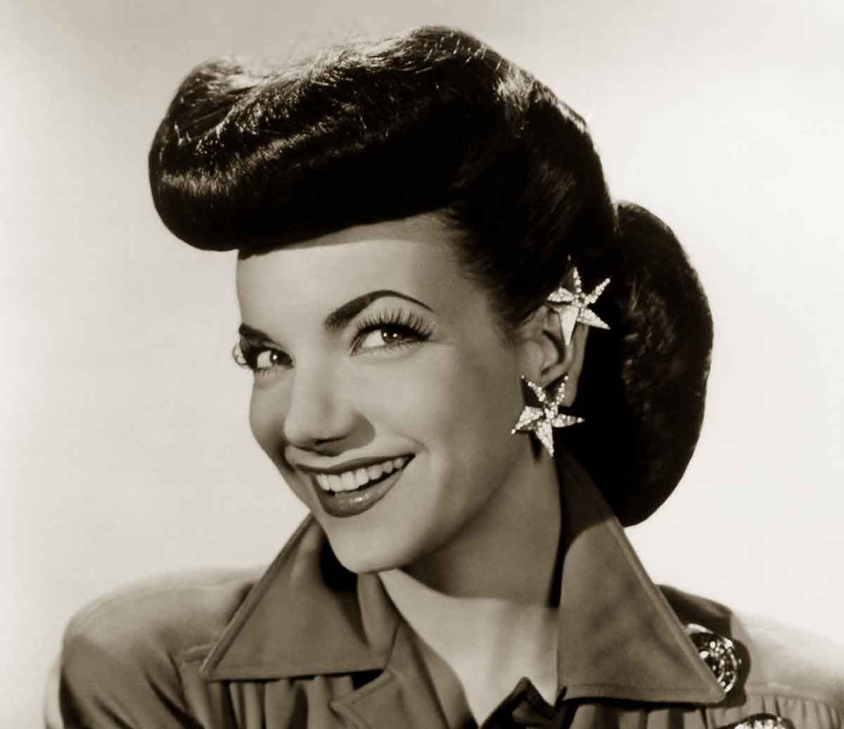 1940s hairstyles - memorable pompadours | 40's style | 1940s